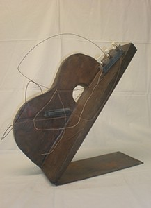 Maria Antònia Ribera 'Tristor d'una guitarra vella' 54 x 16 x 37