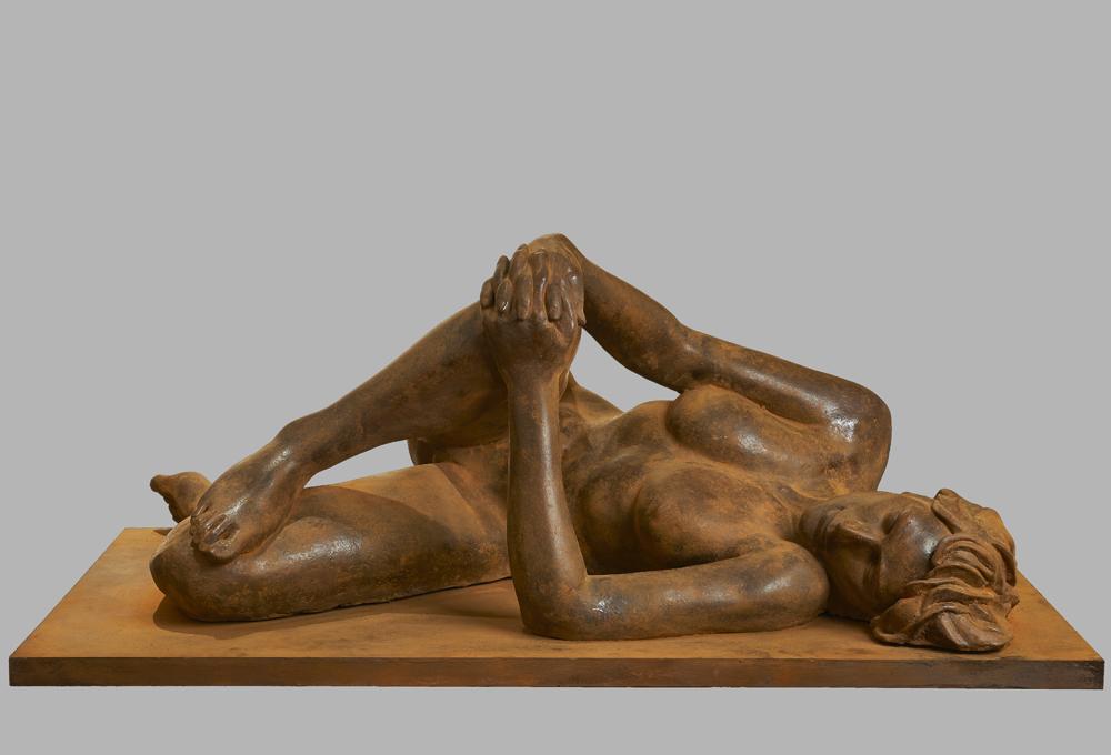 Silvia (2015) Terracotta. 110x42x60 cm Seleccionada en el 8º Concurso de pintura y escultura de la Fundació de les Arts i els Artistes. Adquirida por el Museo Europeo de Arte Moderno de Barcelona (MEAM)
